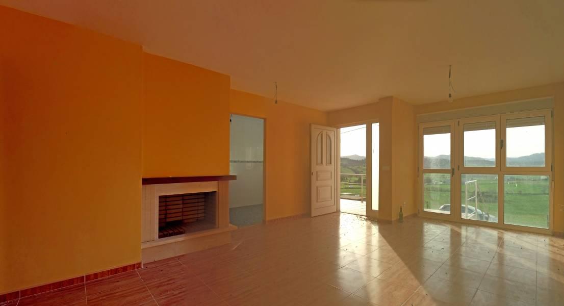 Adosada en venta en Santillana Del Mar  de 2 Habitaciones, 2 Baños y 156 m2 por 159.000 €.