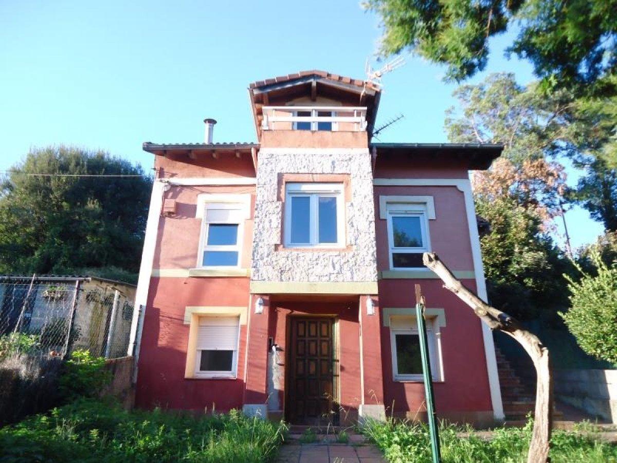Casa en alquiler en Santander  de 3 Habitaciones, 1 Baño y 159 m2 por 1.300€/mes.
