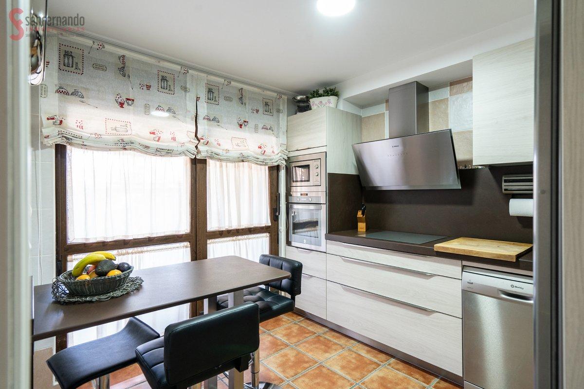 Chalet en venta en Castañeda  de 4 Habitaciones, 2 Baños y 206 m2 por 210.000 €.