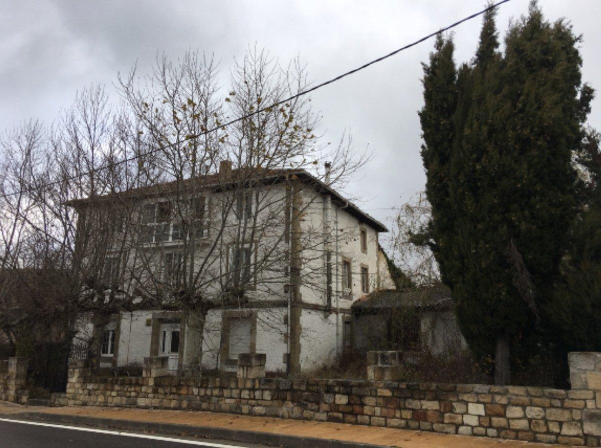 Casa en venta en Las Rozas De Valdearroyo  de 9 Habitaciones, 1 Baño y 876 m2 por 209.000 €.