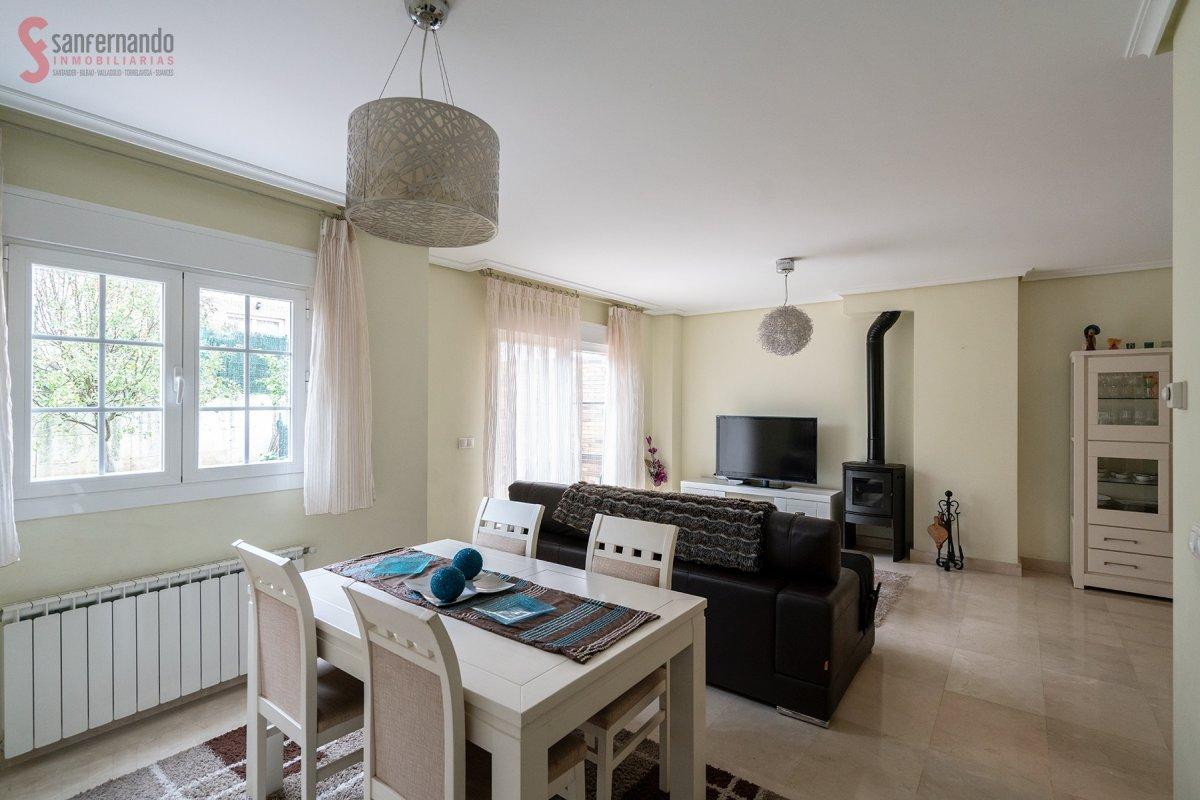 Adosada en venta en Santander  de 4 Habitaciones, 3 Baños y 264 m2 por 320.000 €.