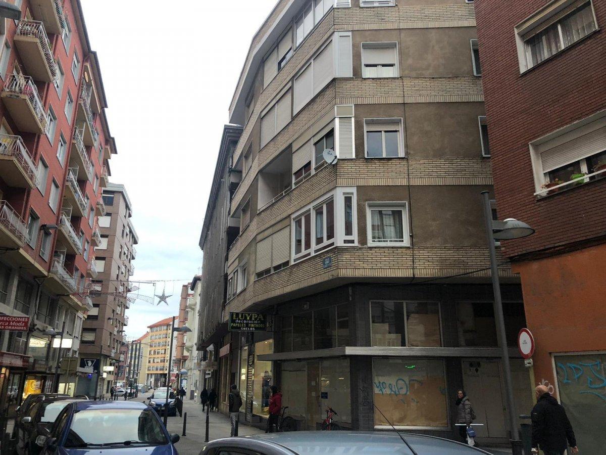 Piso en venta en Torrelavega  de 3 Habitaciones, 1 Baño y 99 m2 por 79.900 €.
