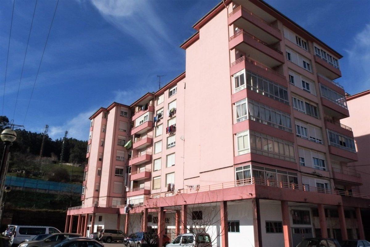 Piso en venta en Los Corrales de Buelna  de 3 Habitaciones, 1 Baño y 78 m2 por 54.500 €.