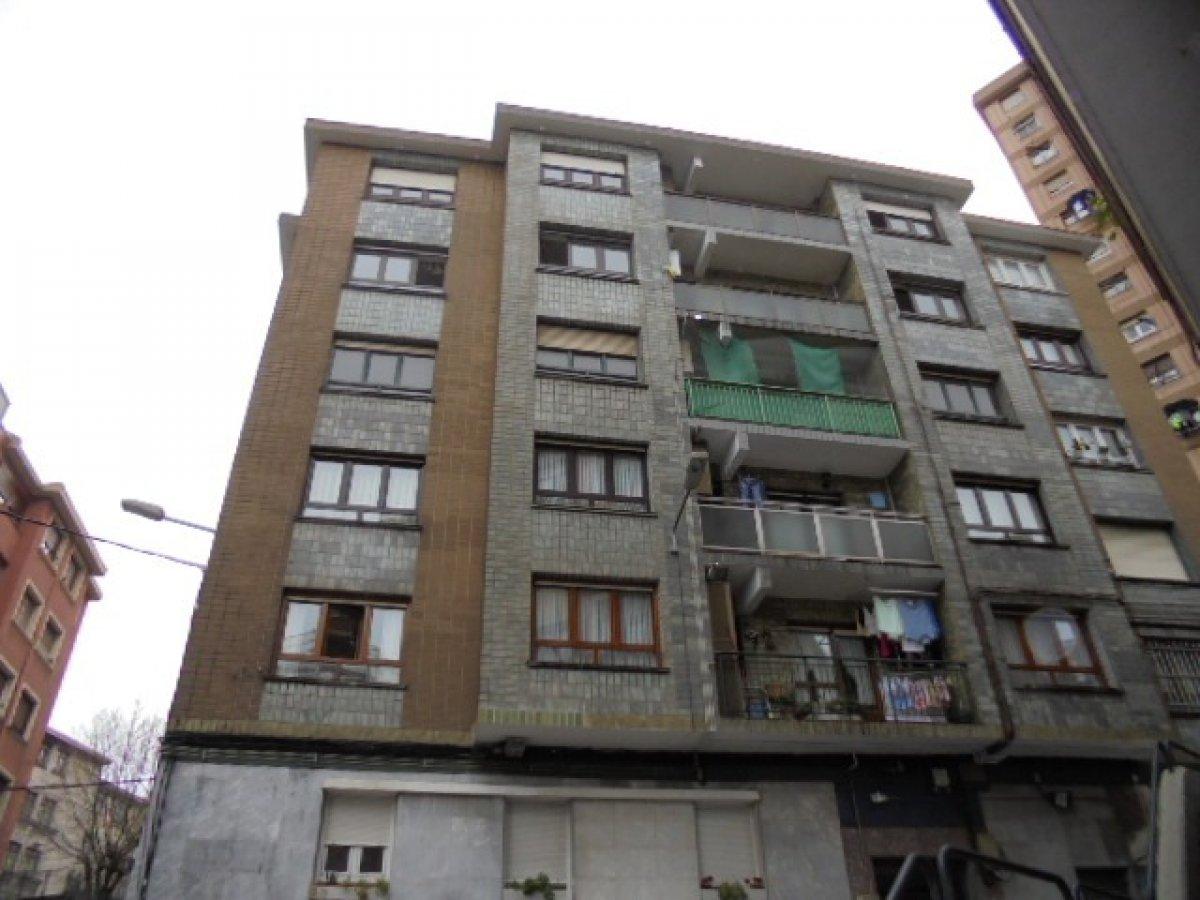 Piso en venta en Sestao  de 3 Habitaciones, 1 Baño y 106 m2 por 115.000 €.