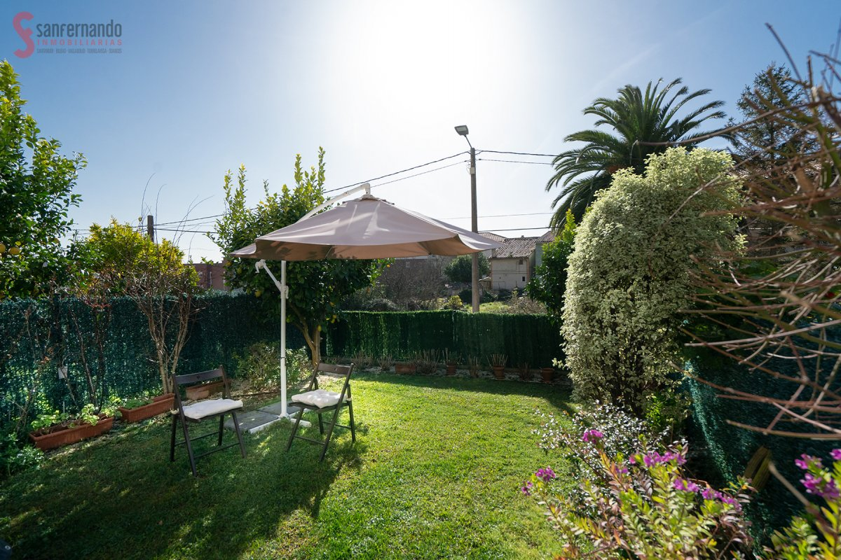 Adosado en venta en Santander  de 4 Habitaciones, 2 Baños y 221 m2 por 275.000 €.