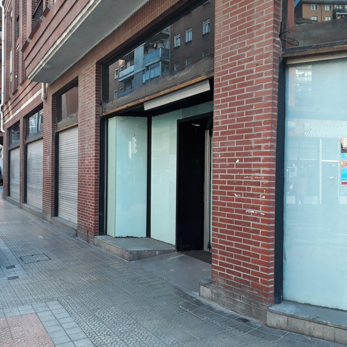 Local comercial en venta en Bilbao  de 2 Baños y 168 m2 por 150.100 €.