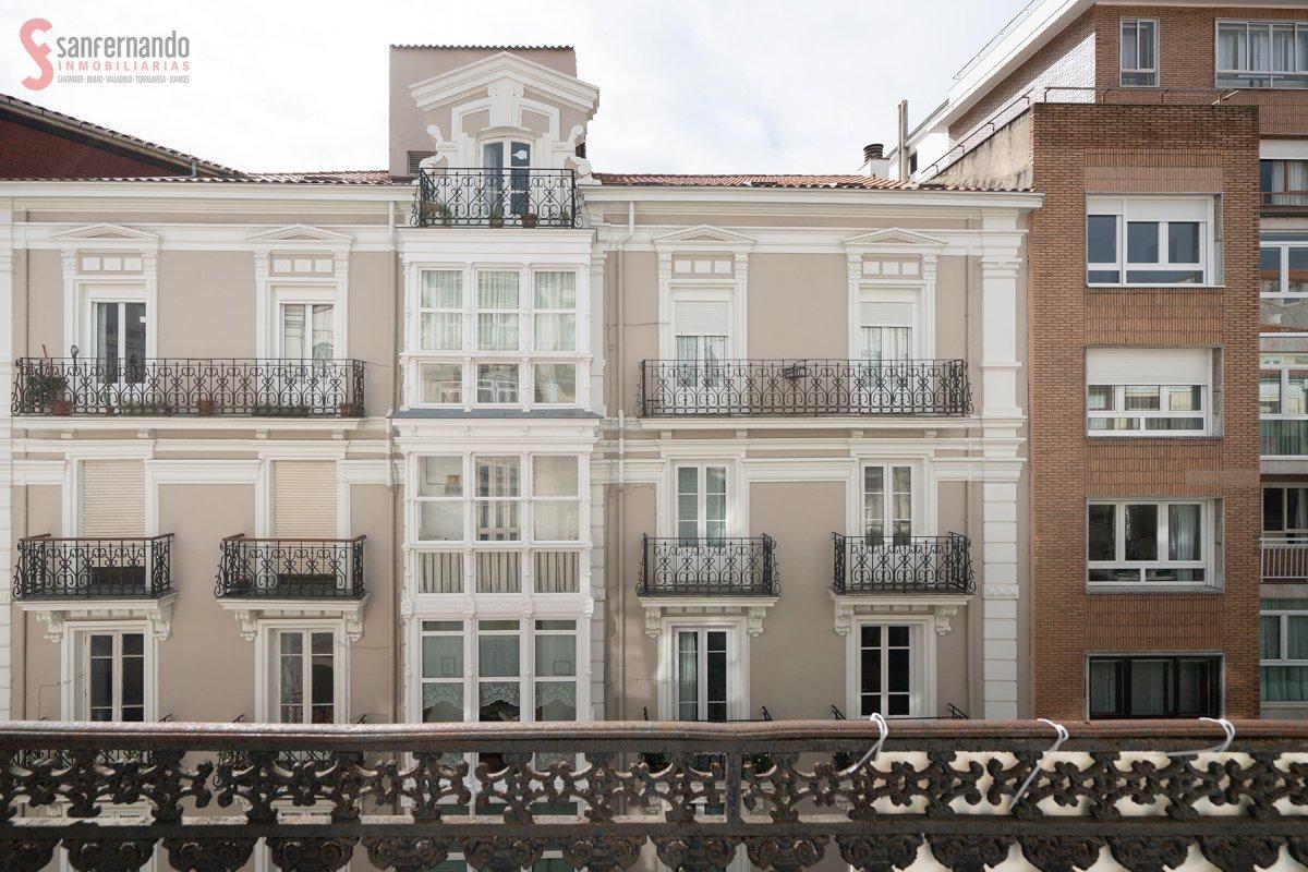 Piso en venta en Santander  de 3 Habitaciones, 2 Baños y 149 m2 por 410.000 €.