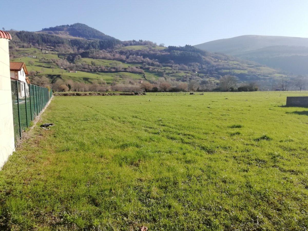Terreno Urbano en venta en Corvera De Toranzo  de 1.384 m2 por 54.000 €.
