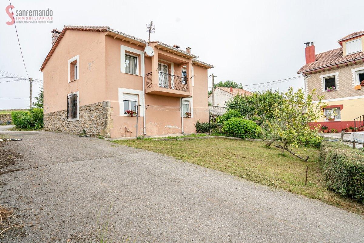 Casa Con Terreno en venta en Alfoz De Lloredo  de 4 Habitaciones, 1 Baño y 144 m2 por 109.000 €.