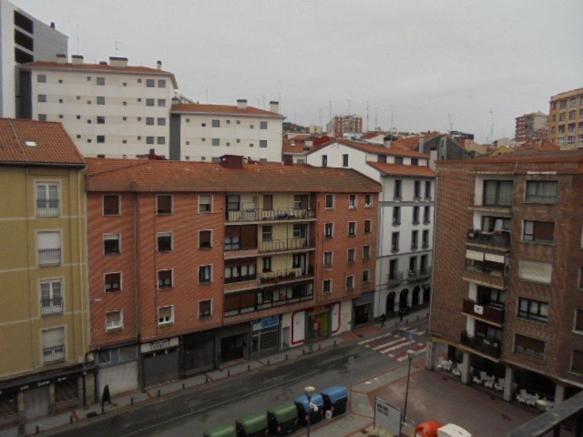 Piso en venta en Sestao  de 3 Habitaciones, 1 Baño y 80 m2 por 118.700 €.