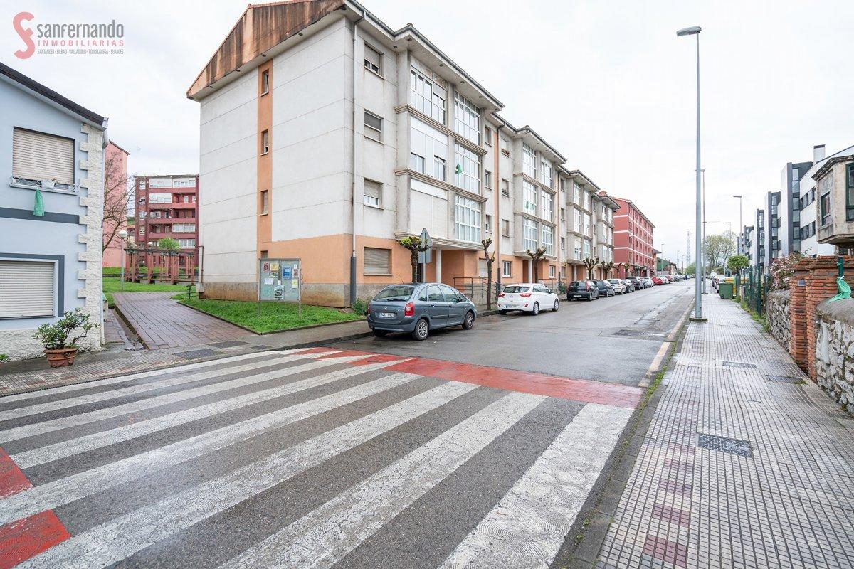 Planta Baja en venta en Guarnizo  de 1 Habitación, 1 Baño y 63 m2 por 59.000 €.