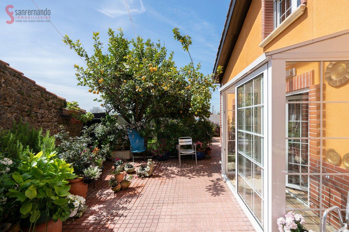 Adosado en venta en Santander  de 4 Habitaciones, 2 Baños y 253 m2 por 379.000 €.