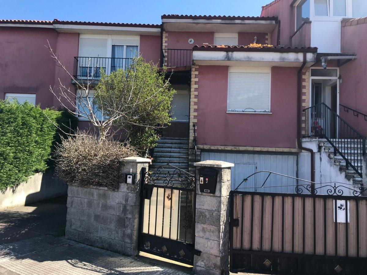 Chalet en venta en El Astillero  de 3 Habitaciones, 2 Baños y 173 m2 por 179.800 €.