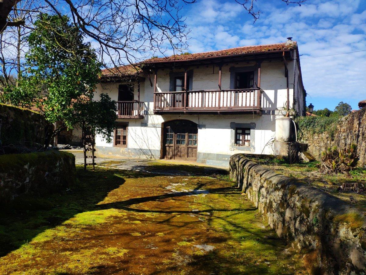 Casa Con Terreno en venta en Alfoz De Lloredo  de 766 m<sup>2</sup> por 400.000 €.