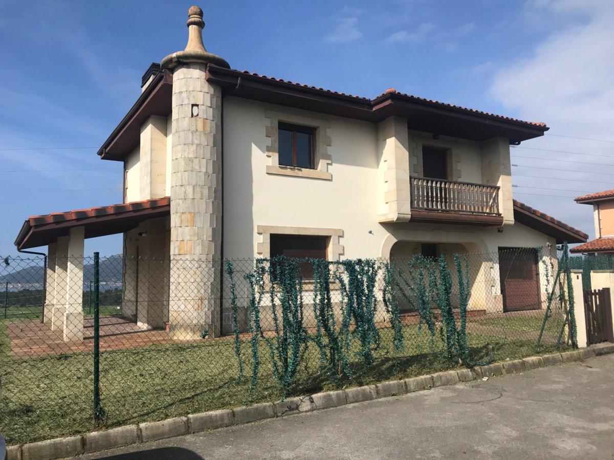 Chalet en venta en Barcena De Cicero  de 4 Habitaciones, 3 Baños y 156 m2 por 199.900 €.