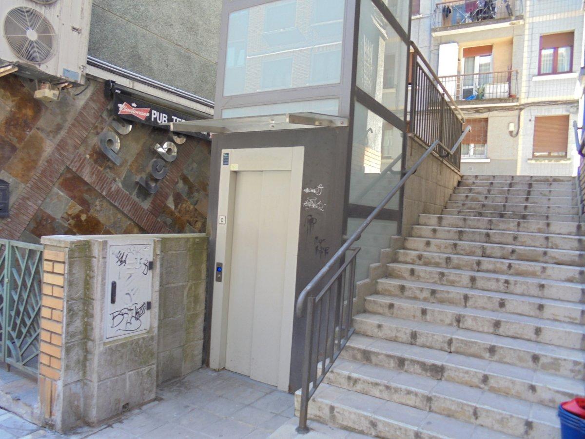 Piso en venta en Basauri  de 2 Habitaciones, 1 Baño y 72 m2 por 138.000 €.