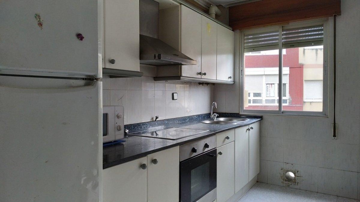 Piso en venta en Torrelavega  de 3 Habitaciones, 1 Baño y 71 m2 por 49.450 €.