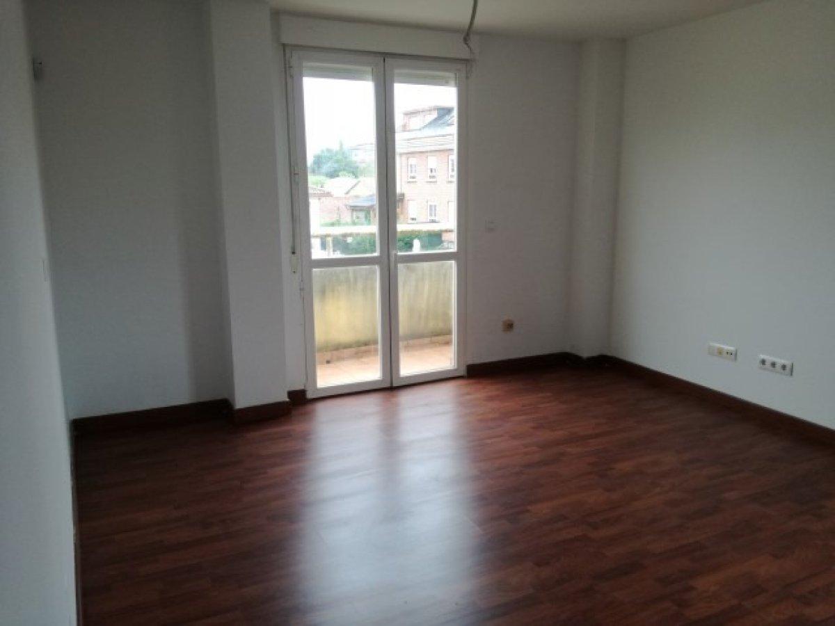 Piso Tipo Duplex en venta en Pielagos  de 3 Habitaciones, 2 Baños y 103 m2 por 72.000 €.