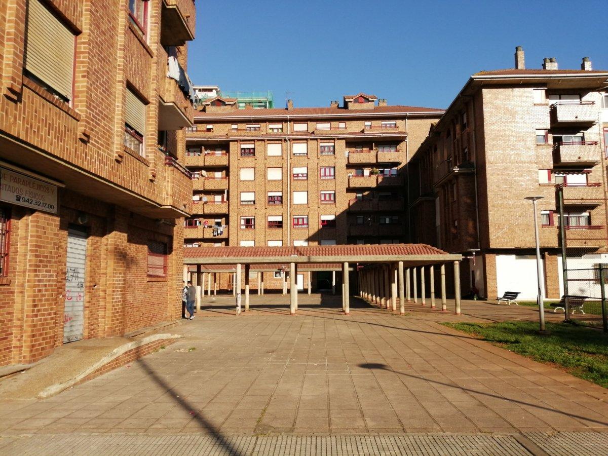 Piso en venta en Santander  de 3 Habitaciones, 1 Baño y 85 m2 por 89.487 €.