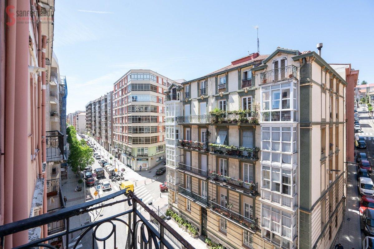 Piso en venta en Santander  de 5 Habitaciones, 2 Baños y 132 m2 por 249.000 €.
