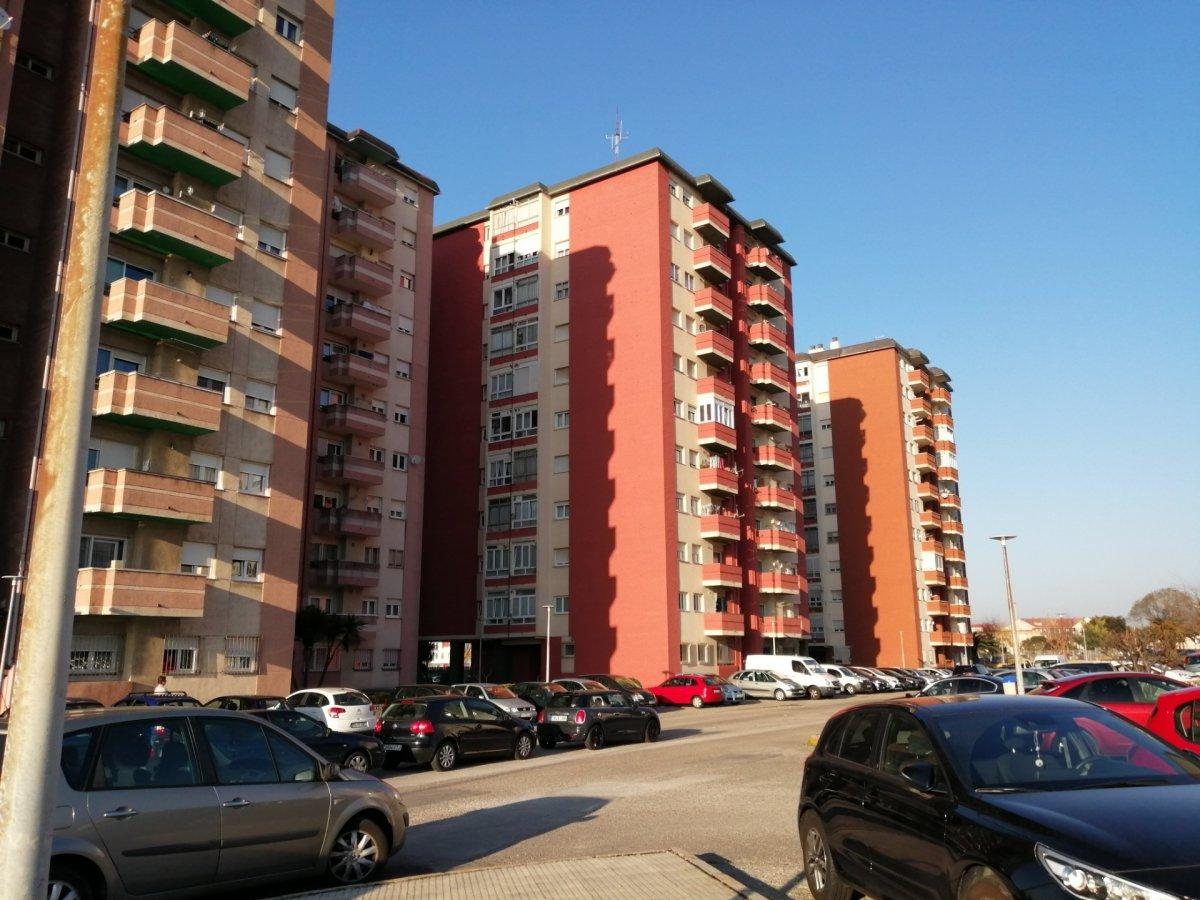 Piso en venta en Santander  de 3 Habitaciones, 1 Baño y 98 m2 por 98.800 €.