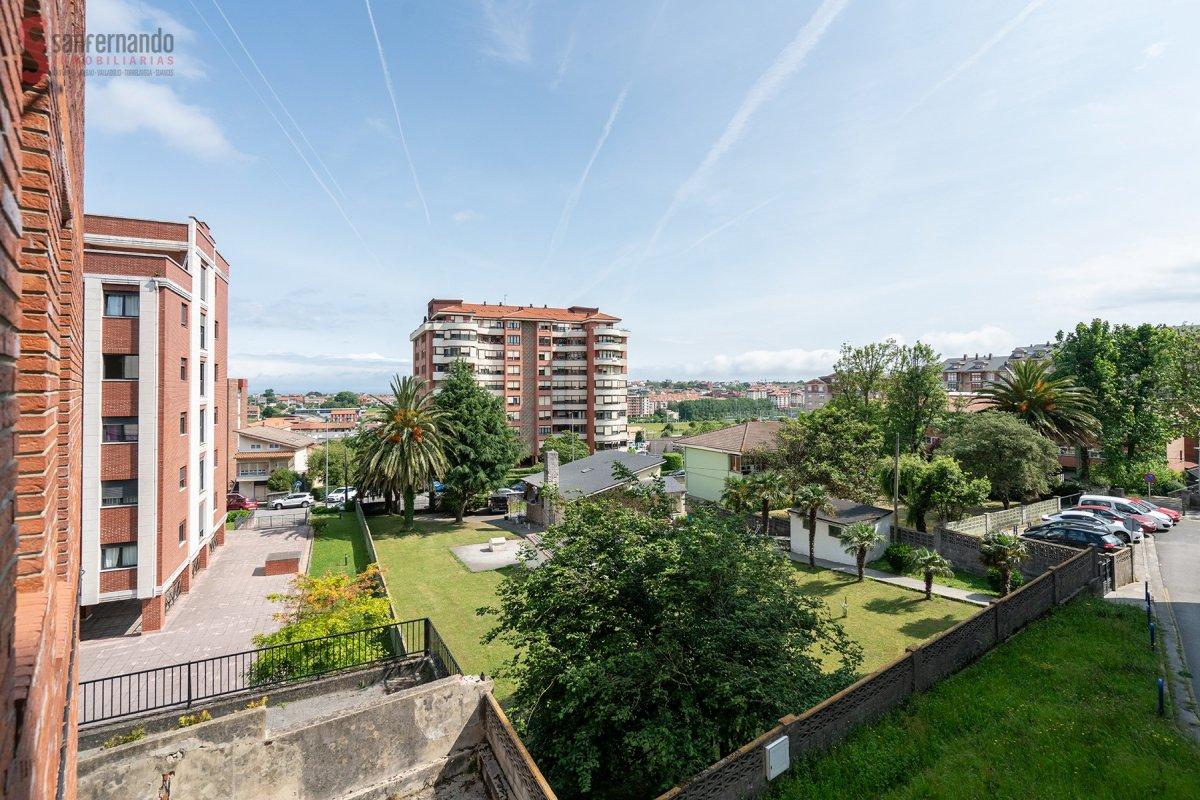 Piso en venta en Santander  de 3 Habitaciones, 1 Baño y 103 m2 por 150.000 €.