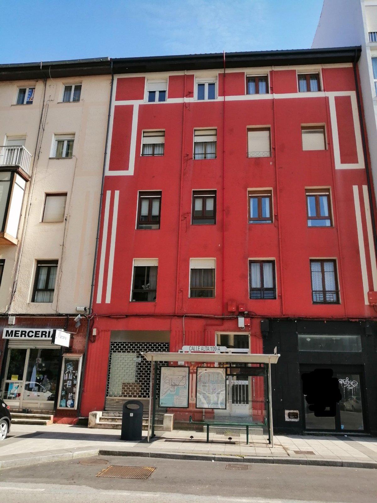 Piso en venta en Santander  de 3 Habitaciones, 1 Baño y 74 m2 por 94.100 €.