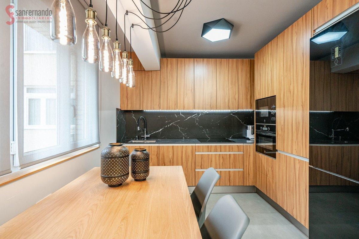 Piso en venta en Santander  de 3 Habitaciones, 1 Baño y 75 m2 por 180.000 €.