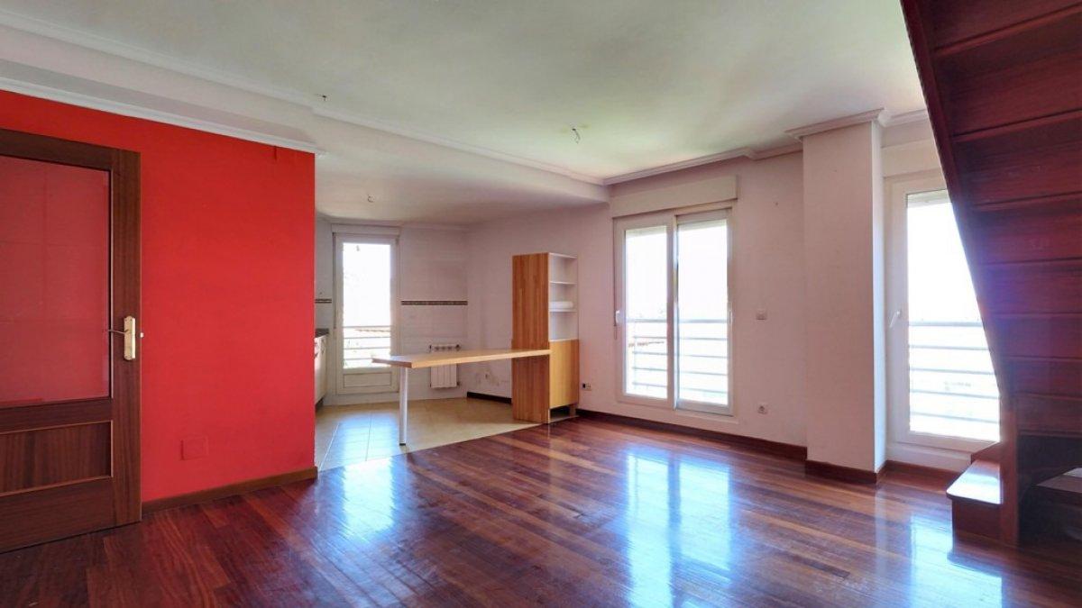 Piso Tipo Duplex en venta en Torrelavega  de 2 Habitaciones, 1 Baño y 97 m2 por 108.000 €.