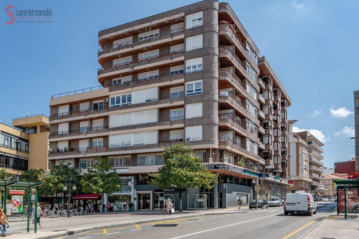 Piso en venta en Torrelavega  de 3 Habitaciones, 2 Baños y 152 m2 por 265.000 €.