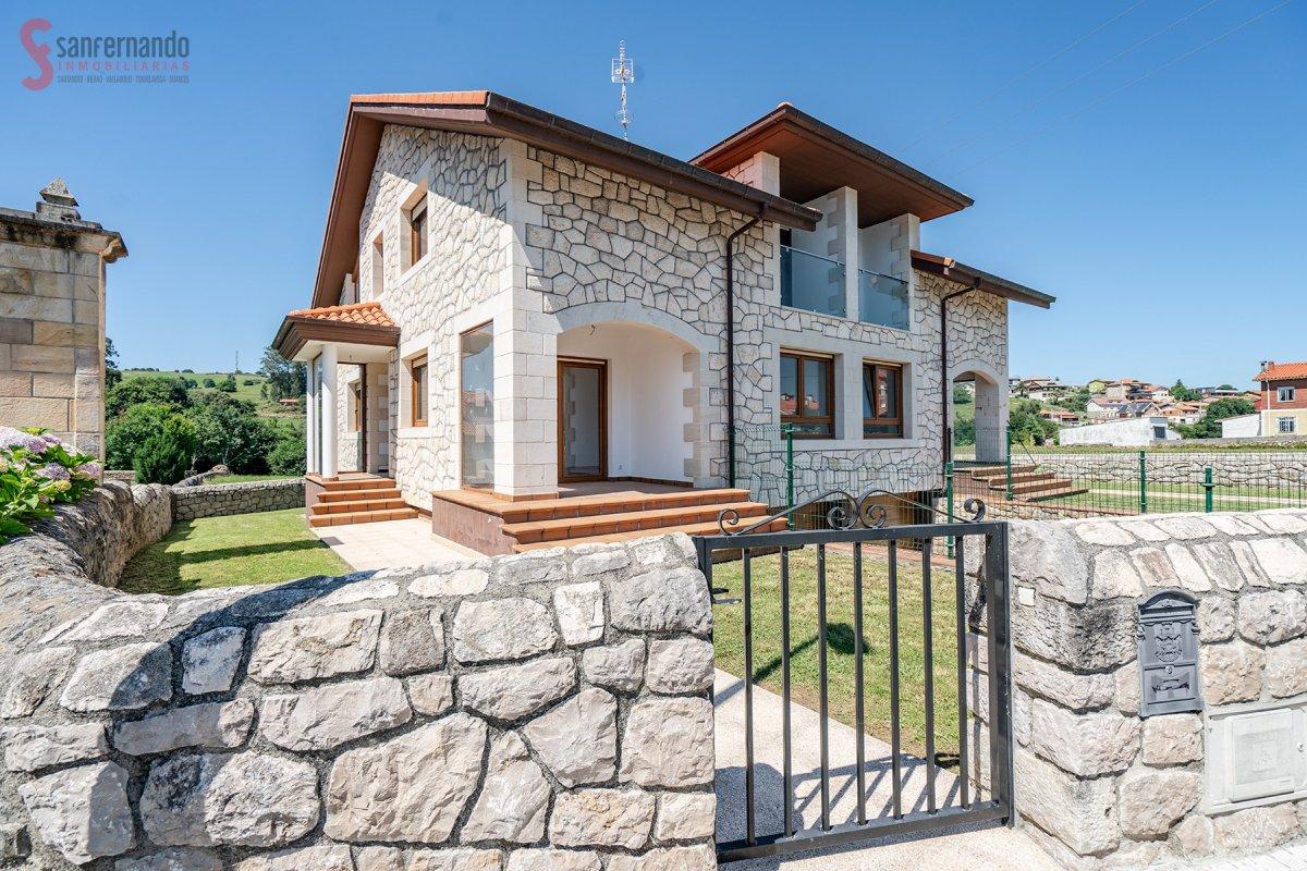 Chalet en venta en Reocin  de 4 Habitaciones, 3 Baños y 203 m2 por 227.500 €.