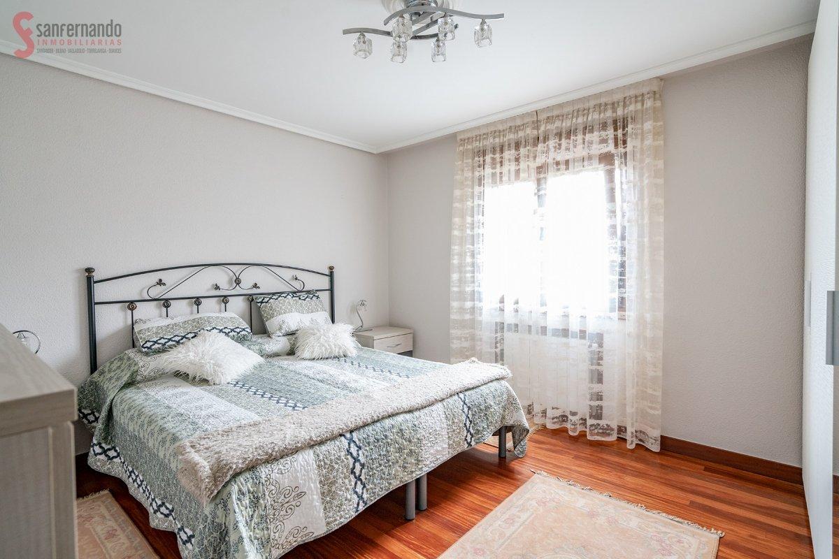Casa en venta en Torrelavega  de 4 Habitaciones, 1 Baño y 190 m2 por 135.000 €.
