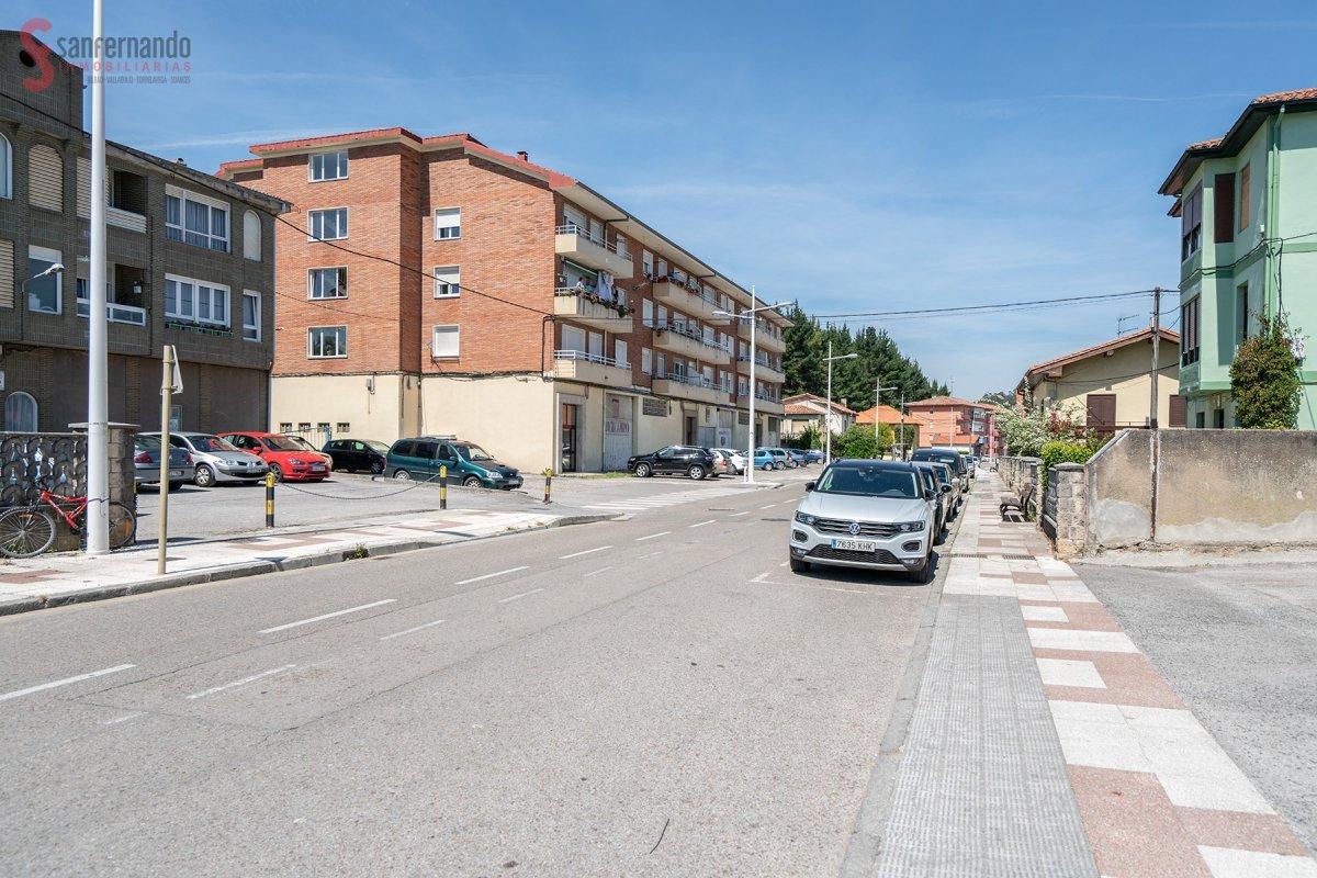 Piso en venta en Torrelavega  de 3 Habitaciones, 1 Baño y 86 m2 por 79.900 €.