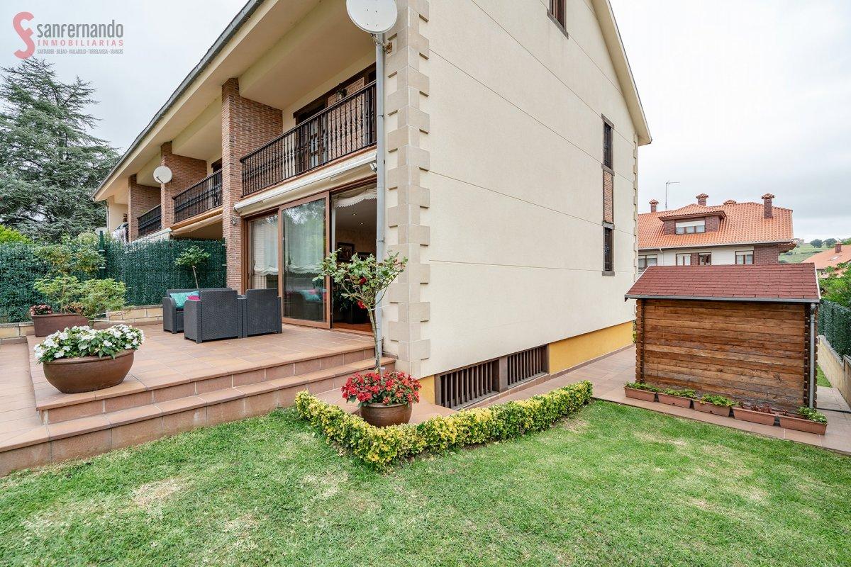 Pareado en venta en Reocin  de 3 Habitaciones, 2 Baños y 196 m2 por 179.000 €.