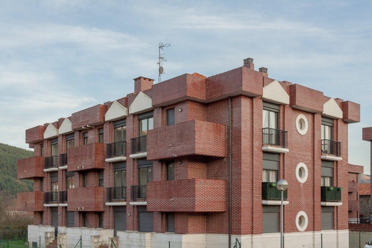 Piso en venta en Puente Viesgo  de 2 Habitaciones, 1 Baño y 79 m2 por 83.000 €.