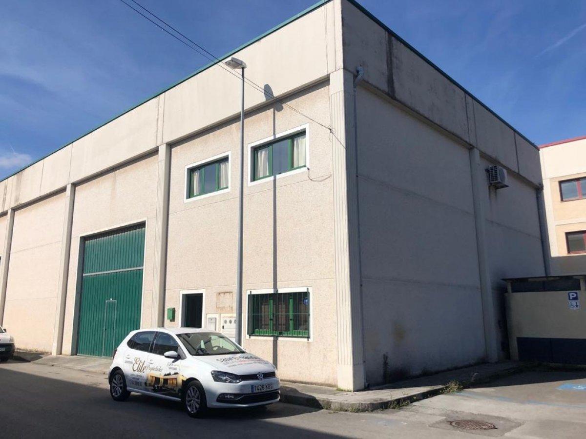 Nave industrial en venta en Los Corrales de Buelna  de 1 Baño y 323 m<sup>2</sup> por 139.000 €.