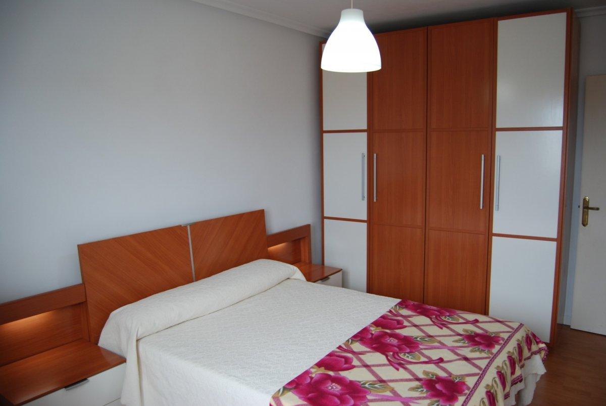 Piso en alquiler en Santander  de 3 Habitaciones, 1 Baño y 100 m2 por 650€/mes.