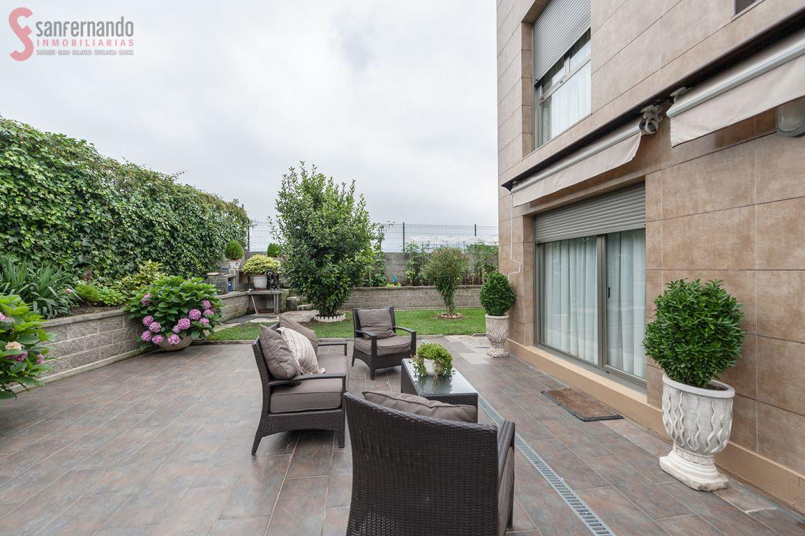 Pareado en venta en San Felices De Buelna  de 4 Habitaciones, 3 Baños y 238 m2 por 190.000 €.