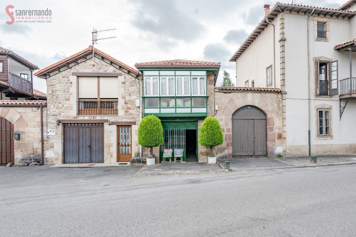 Casa en venta en Arenas De Iguña  de 6 Habitaciones, 1 Baño y 712 m2 por 190.000 €.