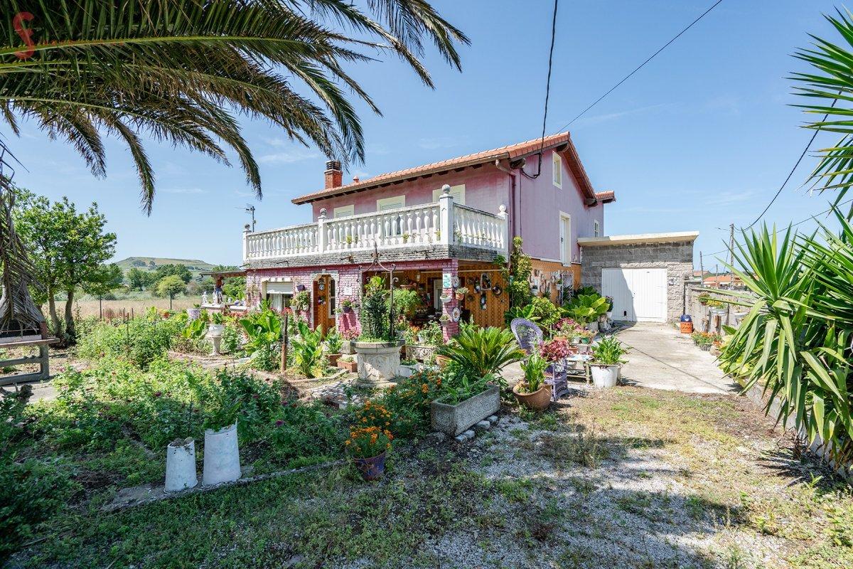 Casa en venta en Miengo  de 4 Habitaciones, 1 Baño y 323 m2 por 170.000 €.