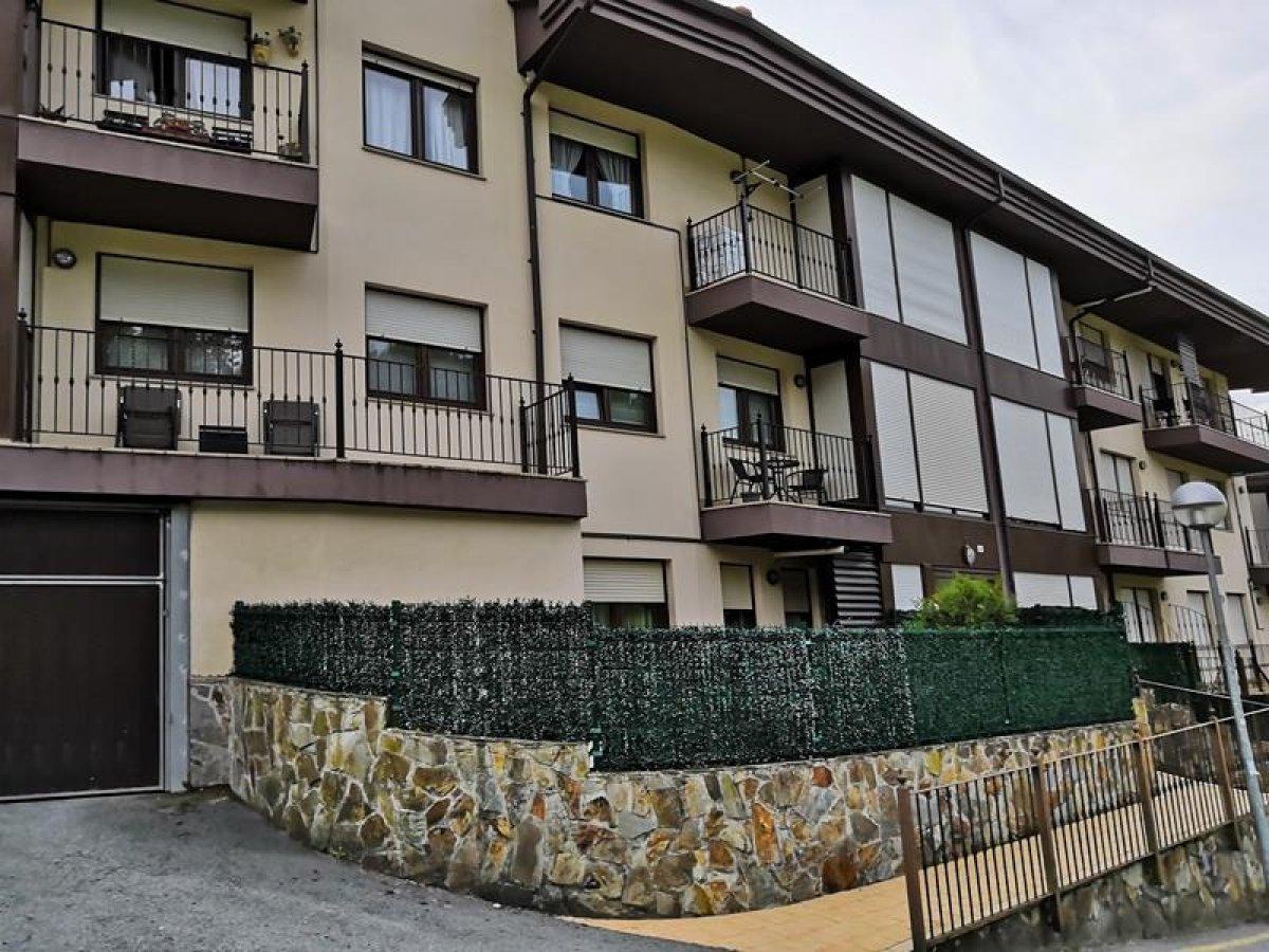 Piso en venta en Parbayon  de 2 Habitaciones, 1 Baño y 79 m2 por 109.500 €.