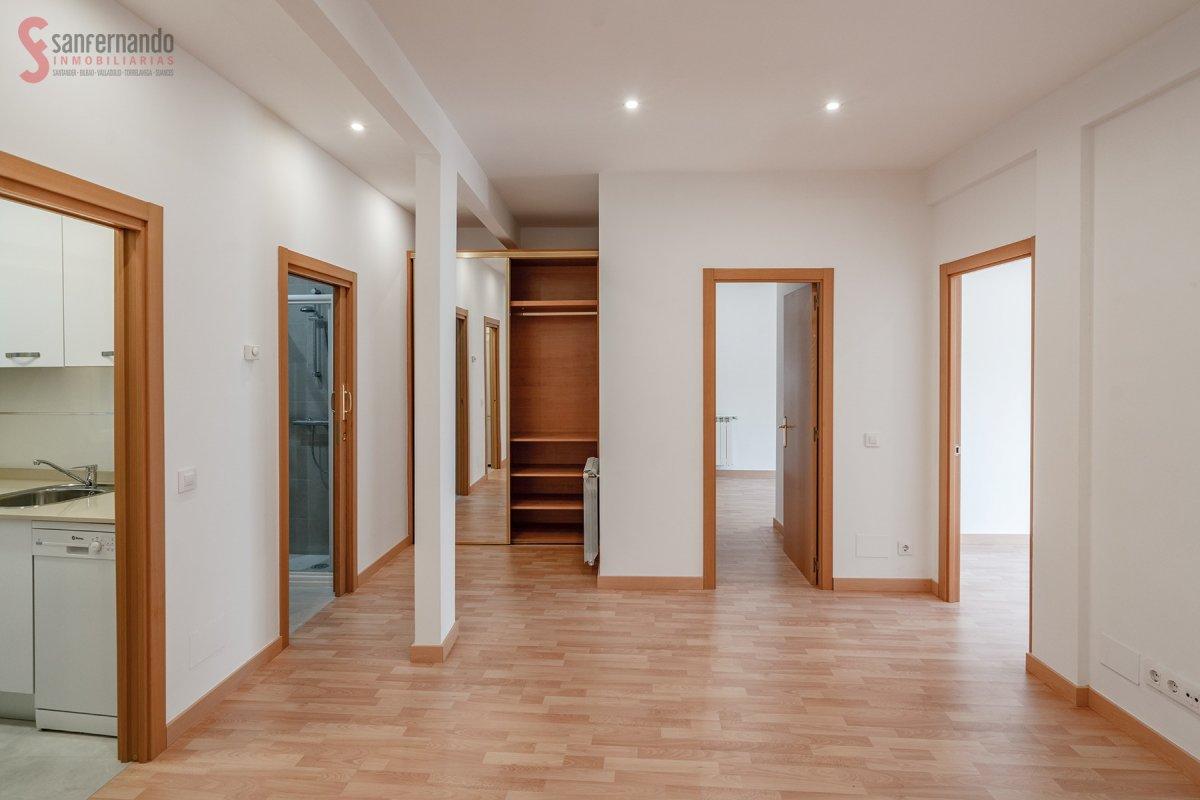 Piso en alquiler en Santander  de 3 Habitaciones, 2 Baños y 74 m2 por 700€/mes.
