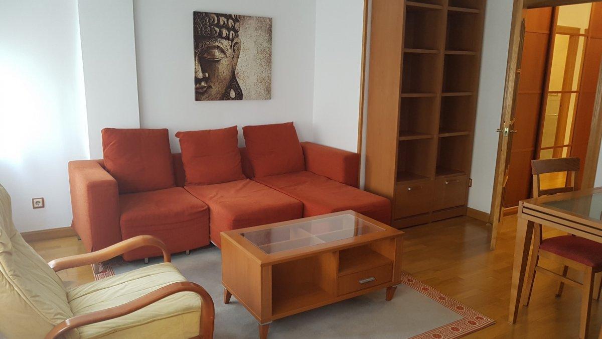 Piso en alquiler en Torrelavega  de 2 Habitaciones, 2 Baños y 80 m2 por 450€/mes.