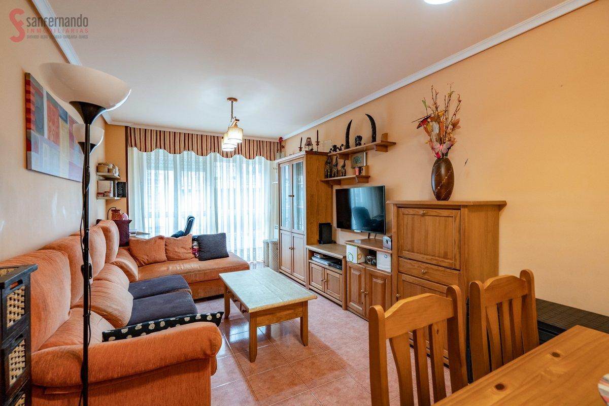 Piso en venta en Torrelavega  de 3 Habitaciones, 2 Baños y 80 m2 por 110.000 €.