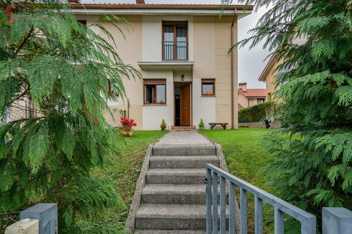 Chalet en venta en Santillana Del Mar  de 3 Habitaciones, 2 Baños y 94 m2 por 144.000 €.