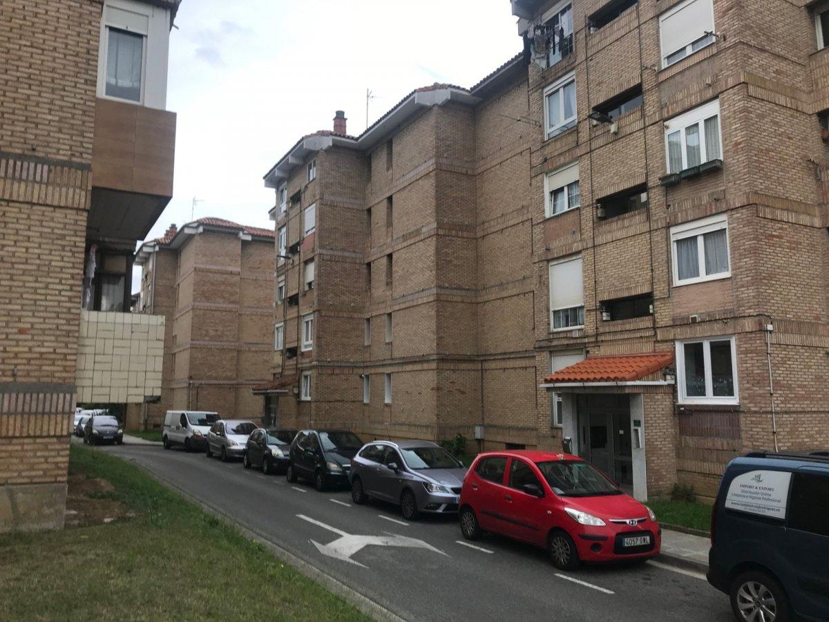 Piso en venta en Santander  de 3 Habitaciones, 1 Baño y 85 m2 por 85.500 €.