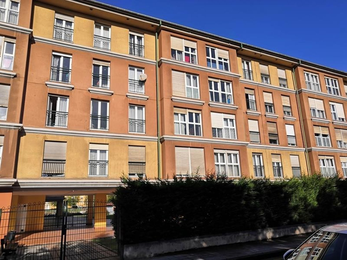 Piso en venta en Santander  de 2 Habitaciones, 1 Baño y 69 m<sup>2</sup> por 95.000 €.