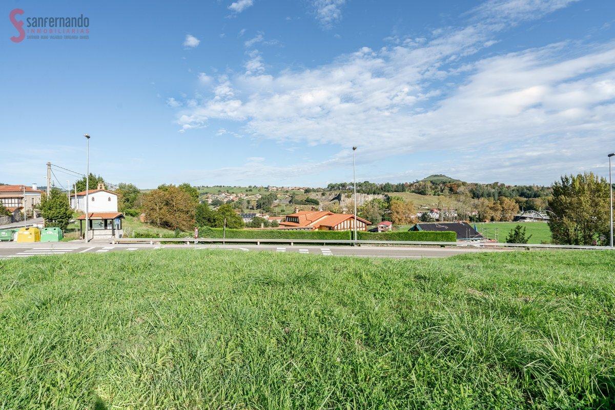 Terreno Urbano en venta en Reocin  de 1.600 m2 por 98.000 €.