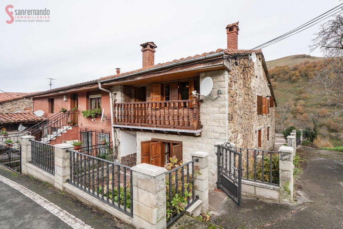 Pareado en venta en Valle De Cabuerniga  de 3 Habitaciones, 2 Baños y 132 m2 por 107.000 €.