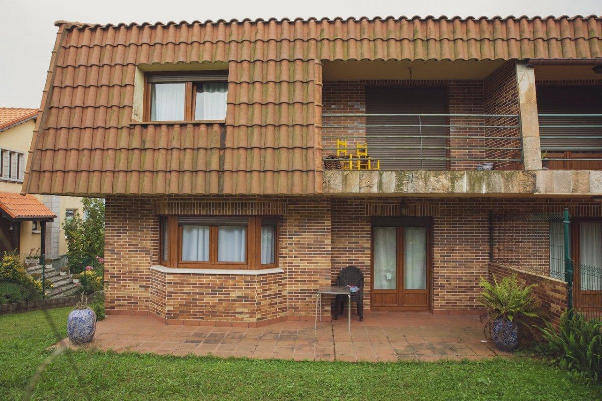 Chalet en alquiler en Liencres  de 4 Habitaciones, 1 Baño y 300 m2 por 1.250€/mes.